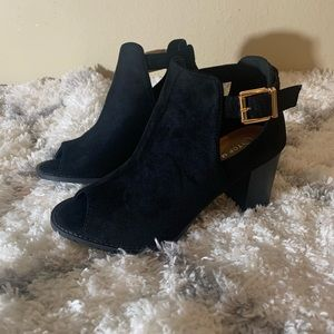 7.5 OPEN TOE ANKLE BOOTIES